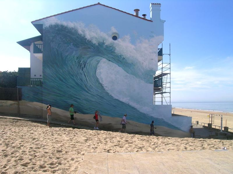 Fichier:Wave on a mural in Hossegor by Dominique Antony.jpg