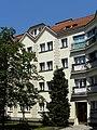 Wien-Penzing - Schimon-Hof - Innenhof mit Durchgang zur Cumberlandstraße.jpg