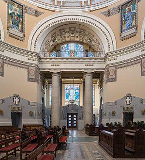 Wien Zentralfriedhof Kirche Innenraum SO-Seite 01.jpg