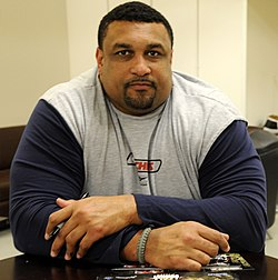 Willie Roaf at Camp Basra 2-3-09.JPG