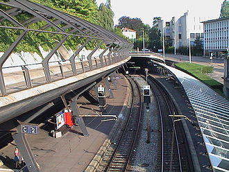 Zürich–Winterthur railway - Stadelhofen station, looking towards Zürichberg Tunnel