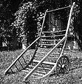 """""""Šatrga za frišnu prpelat"""" (ročni voz za seno); dolžina 2,43m, širina 1,10m. Lastnik pri Lesniku, Male Lašče 1960 (cropped).jpg"""