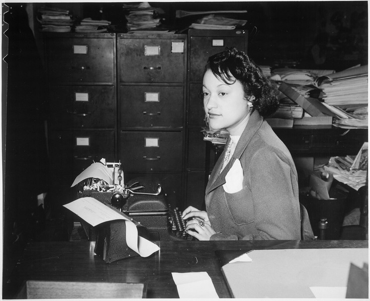 "File:""Miss Clara Camille Carroll..., contributes her bit to the war effort in her daily work. She is one of the thousands of - NARA - 535813.tif"