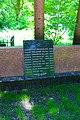 Братська могила, в якій поховані воїни Радянської армії, що загинули в роки ВВВ, Київ, Солом'янська пл.JPG