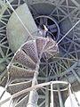 Лестница в куполе здания в шар.jpg