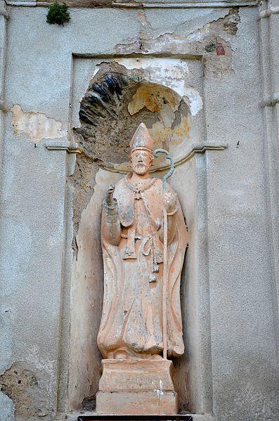 Статуя на фасаде церкви Святого Николая (1686).