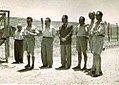 מנהיגי הישוב בשער מחנה המעצר-1497.jpeg