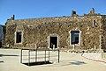 057 Castell de Montsoriu, pati d'armes, entrada a la cisterna i sala noble.jpg