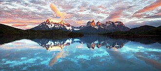 Lake Pehoé - Image: 091213 torres del paine sumrise 5120 (4180627213)