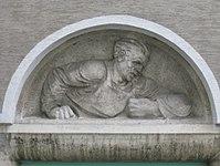 1100 Laxenburger Straße 203-217 Stg. 6 - Natursteinrelief Redner von Josef Riedl IMG 7417.jpg