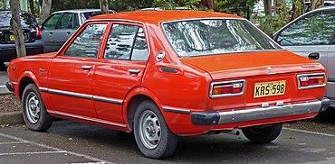 370px-1978-1980_Toyota_Corolla_%28KE55R%29_SE_sedan_02.jpg