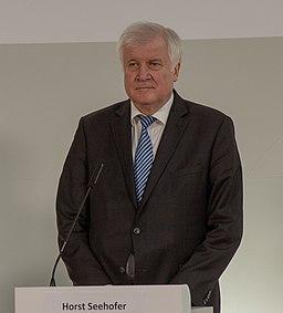 2018-11-30 Horst Seehofer Pressekonferenz Innenministerkonferenz in Magdeburg-2364