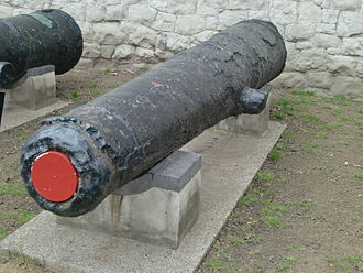 HMS Edgar (1668) - 32 pounder salvaged in 1841, 130 years after the sinking, now on display at the Tower of London