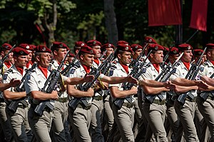 35th Parachute Artillery Regiment - 35th Parachute Artillery Regiment marching at the 2013 Bastille Day military parade, Paris