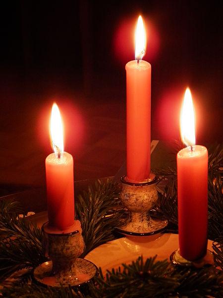File:3 rote Kerzen.JPG