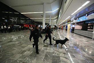 Tijuana International Airport - Main corridor of the airport.