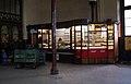 8066aviki Dworzec Główny przed remontem. Demontaż kiosków handlowych. Foto Barbara Maliszewska.jpg