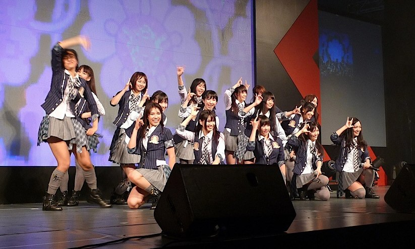 AKB48 performing at Anime Festival Asia 20101113b