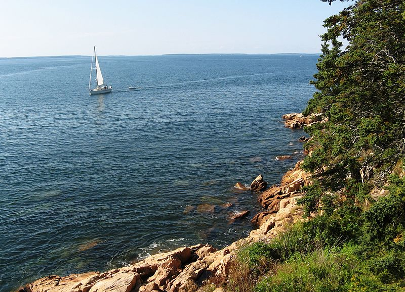 File:A beach in maine on a clear day.jpg