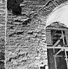 aanzet van lagere boog een hogere doorbraak in de toren. - batenburg - 20028340 - rce