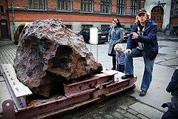Agpalilik fragment of Cape York meteorite.jpg