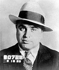 Al Capone. Da Wikipedia ... 3b2b007e8e21