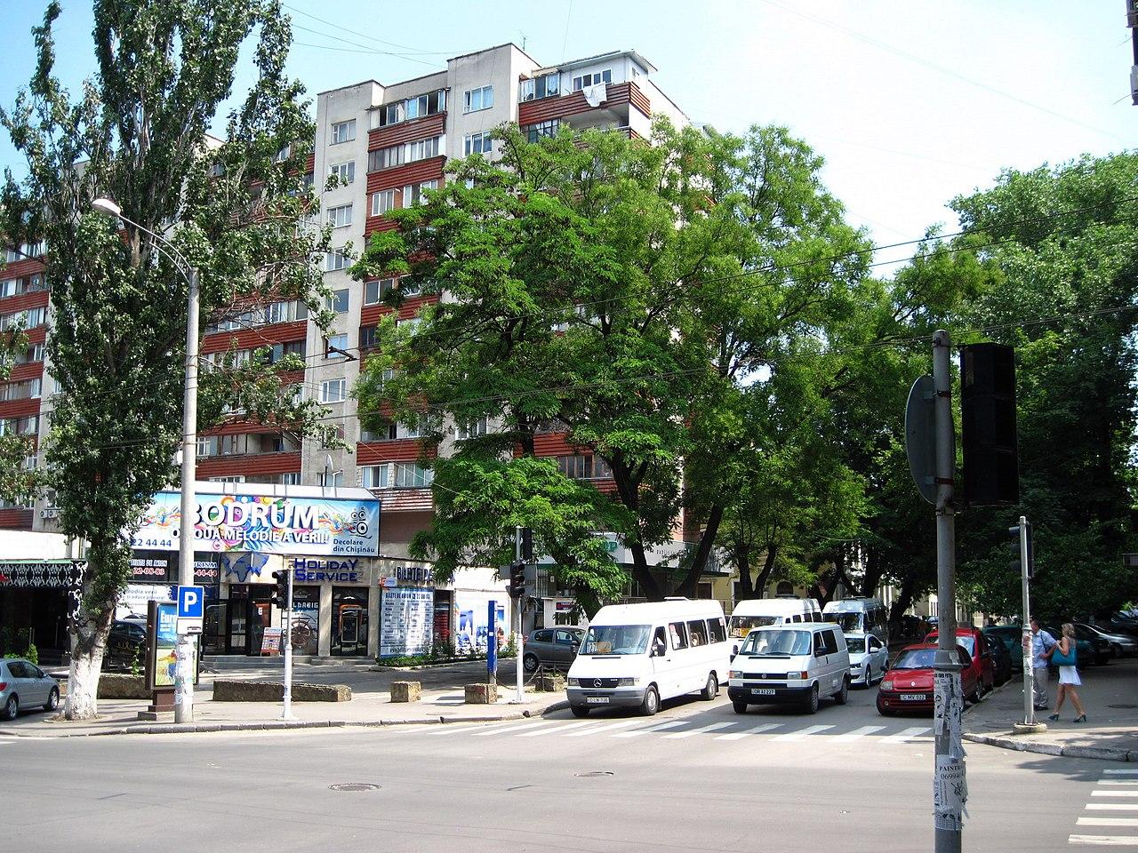 File Alexandru Cel Bun St Crossing Pushkin St Looking East