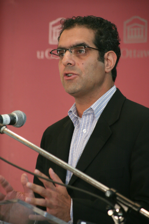 Amir Attaran - Image: Amir Attaran H1N1 conference