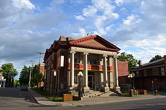 Coaticook - Image: Ancienne Eastern Townships Bank, Coaticook, QC