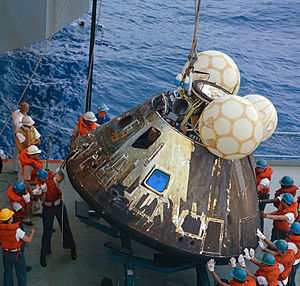 http://upload.wikimedia.org/wikipedia/commons/thumb/a/a4/Apollo13-load_on_deck_crop1.jpg/300px-Apollo13-load_on_deck_crop1.jpg