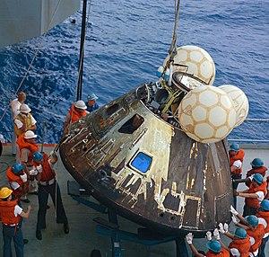 USS Iwo Jima (LPH-2) - Crews on the Iwo Jima hoisting the Apollo 13 command module Odyssey on board.