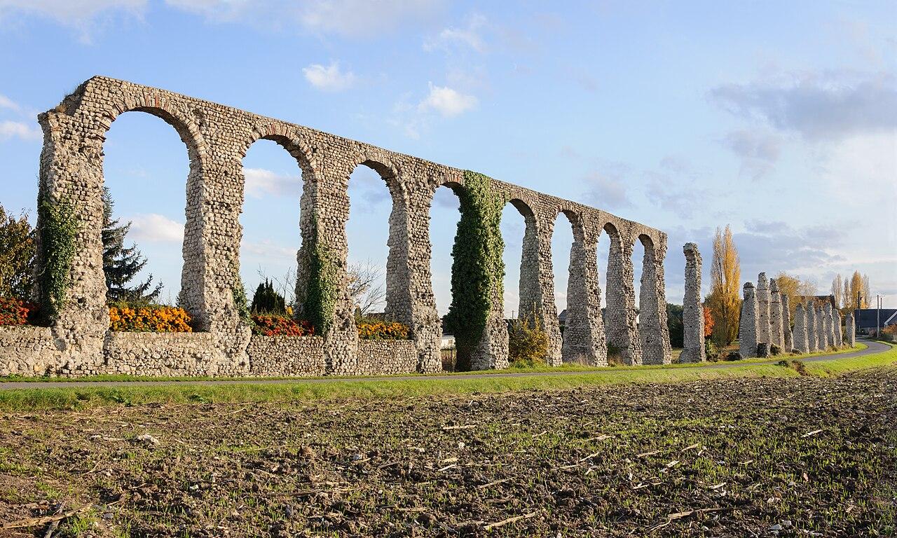 Vestiges de l'aqueduc romain de Luynes (région Centre, France).  (définition réelle 4248×2548)