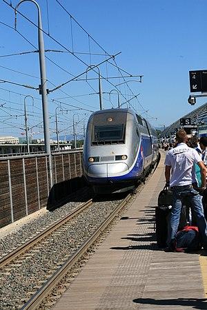 Gare d'Avignon TGV - Image: Arrivée en gare Avignon TGV