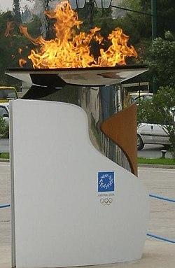 Athènes flamme olympique 2004small.JPG