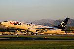 B-5757 - Shandong Airlines - Boeing 737-89L(WL) - TAO (12855699045).jpg