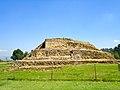 Basamento en Cacaxtla, Tlaxcala.JPG