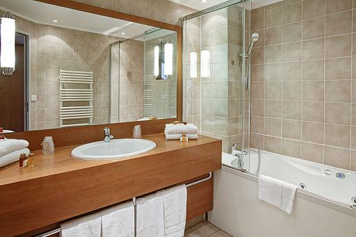 Bathroom for suite - Paris Opera Cadet Hotel