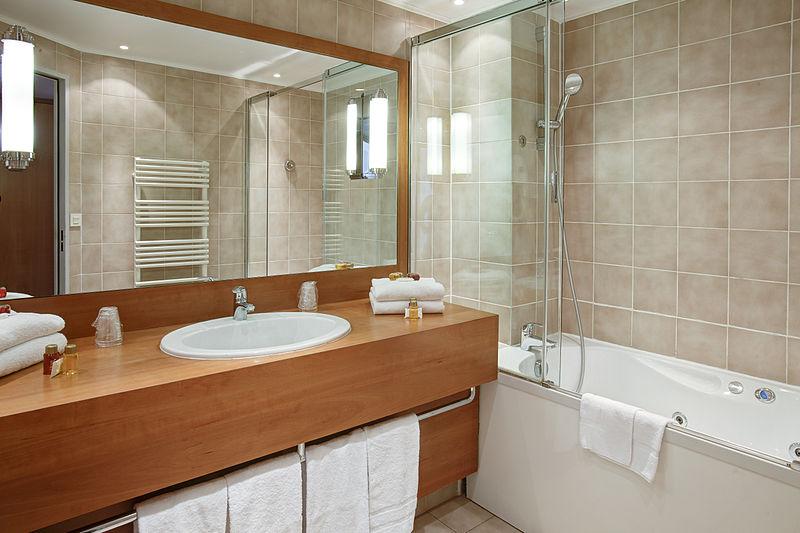 File:Bathroom for suite - Paris Opera Cadet Hotel.jpg