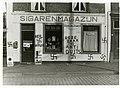 Besmeurde Joodse winkel binnenstad Den Haag (1940).jpg