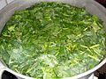 Blanchir les feuilles d'amaranthe dans de l'eau (Aux 1000 saveurs de Tayap).JPG