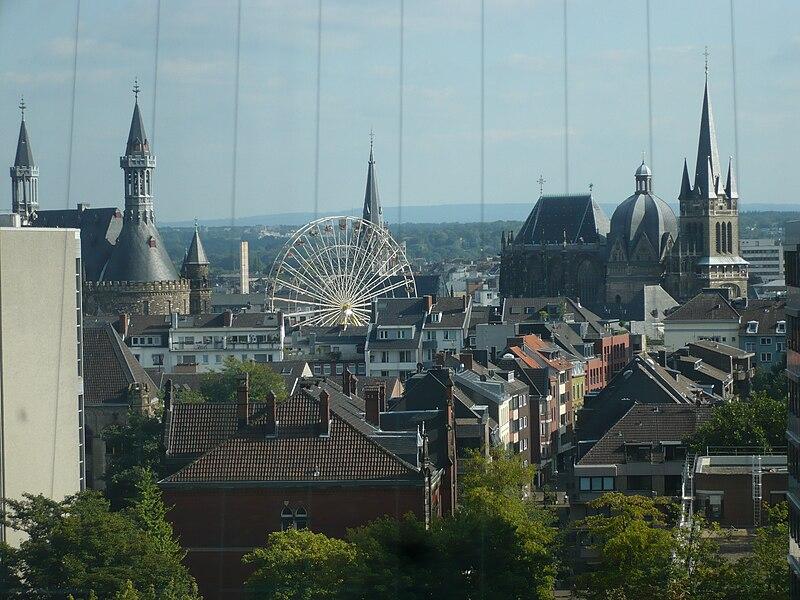 Blick %C3%BCber Aachen auf den Katschhof, Sept 2008.jpg