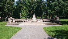 """Denkmalanlage """"Johannes Brahms"""" im Englischen Garten von Meiningen (Quelle: Wikimedia)"""
