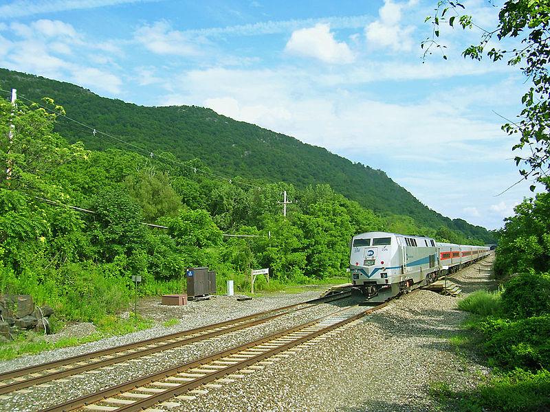File:Breakneck Ridge train station.jpg