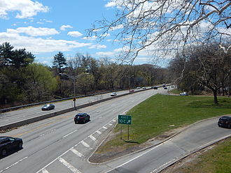 Bronx River Parkway - Bronx River Parkway southbound at exit 10C