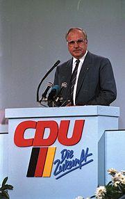 Bundesarchiv B 145 Bild-F073617-0004, Mainz, CDU-Bundesparteitag, Kohl
