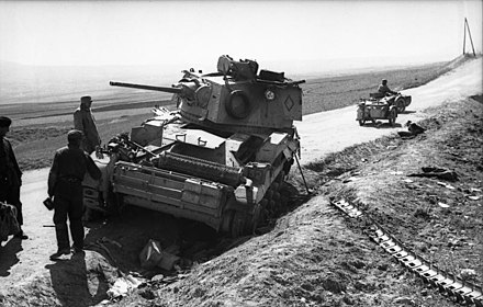 A British Cruiser Mk II disabled by having lost a track (seen lower right) in Greece, 1941 Bundesarchiv Bild 101I-161-0317-26, Balkan, Griechenland, britischer Panzer.jpg