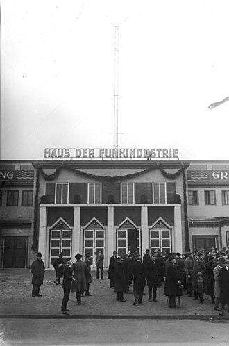 Internationale Funkausstellung Berlin - Image: Bundesarchiv Bild 102 00877, Berlin, Eröffnung der Funkausstellung