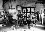 Atelier d une presse à huile de palme au   Kamerun   en 1900