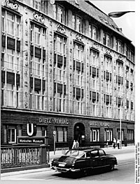 Bundesarchiv Bild 183-D0630-0005-001, Berlin, Wallstraße, Verlagsgebäude, Dietz-Verlag.jpg