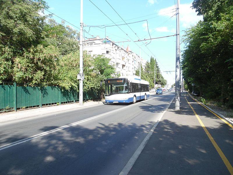"""File:Burgas, the trolleybus Skoda on the street """"Ivan Vazov"""".jpg"""